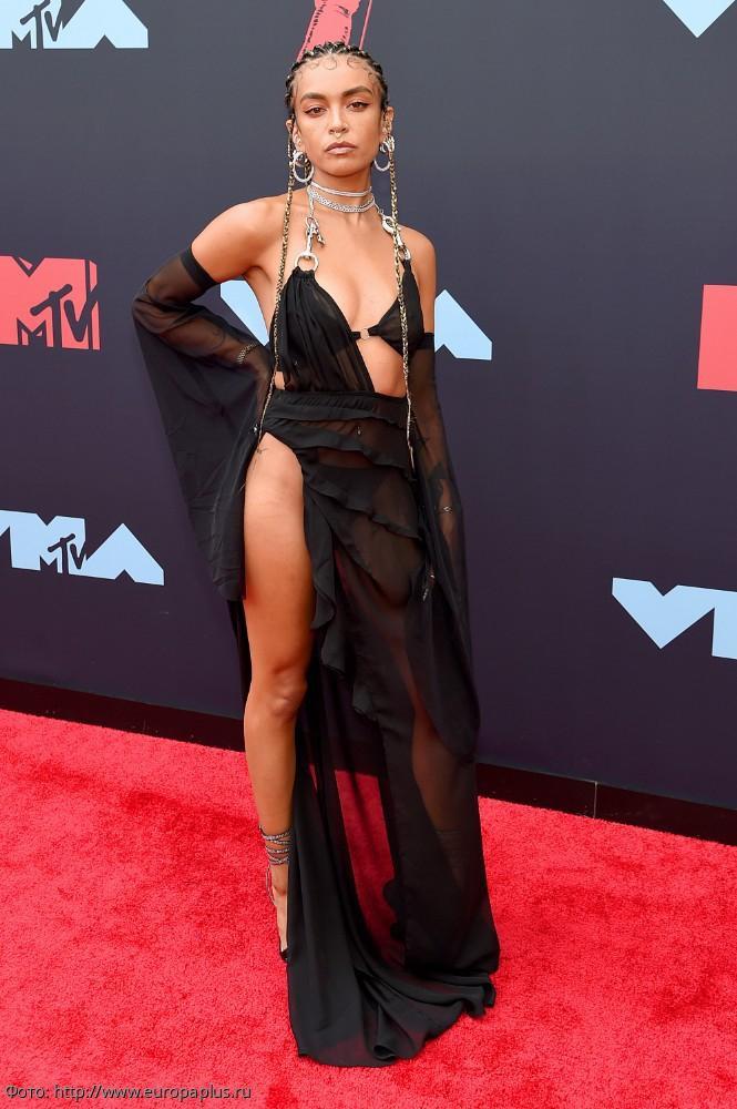 10 самых безвкусных нарядов знаменитостей на музыкальной премии MTV Video Music Awards-2019