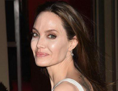 Анджелина Джоли показала грязные пятки