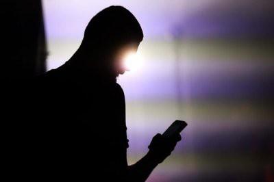 Россияне начали отказываться от мобильной связи