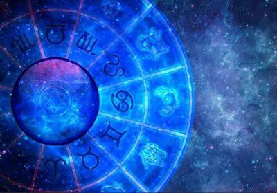 Астролог назвал 3 знака Зодиака, которым сложно удержать свою любовь