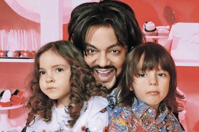 Филипп Киркоров поделился семейными фотографиями с детьми