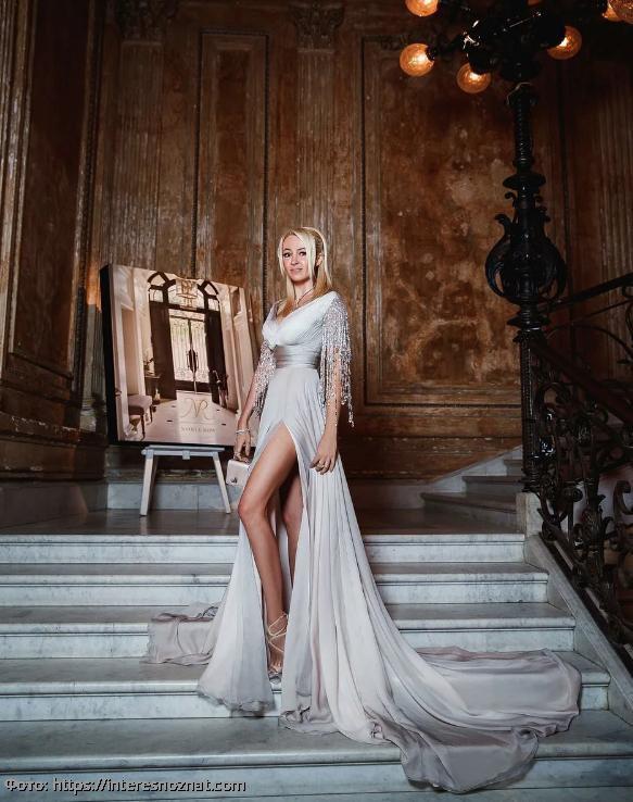 В Сети считают, что Яна Рудковская постоянно фотошопит свои ноги