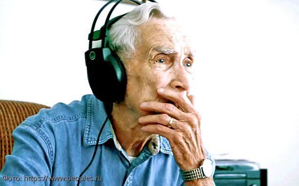 История из жизни: дедушка написал песню о своей умершей жене, которая стала хитом на радио