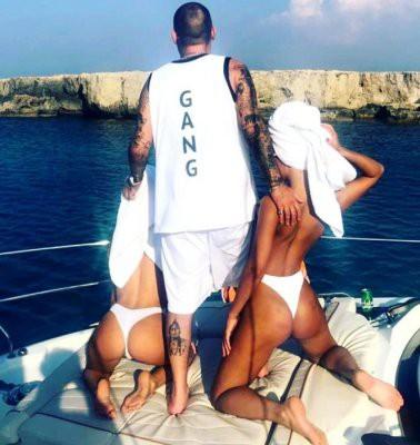 Гуф устроил себе отдых на яхте с моделями