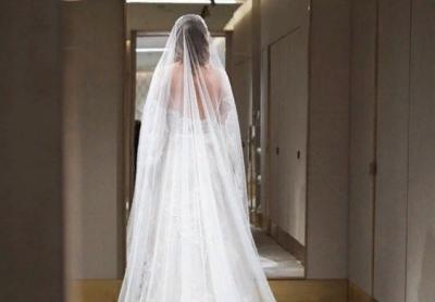 Ксения Собчак показала фото в свадебном платье и фате