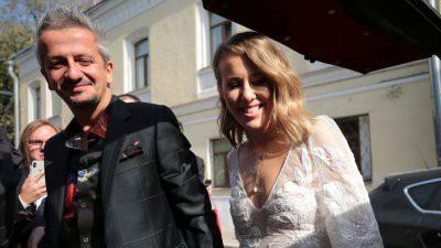 В сети появилось фото Собчак и Богомолова в церкви