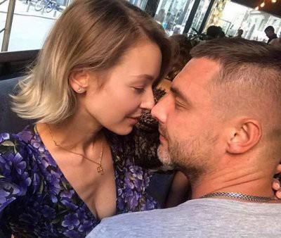 Актрисе Евгении Лозе муж Антон Батырев целует ноги
