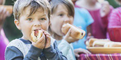 Врачи назвали продукты, которые категорически противопоказаны детям до 3 лет