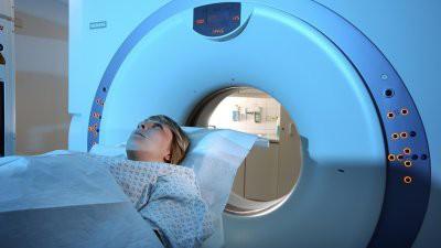 Врач рассказал, какие симптомы указывают на рак головного мозга