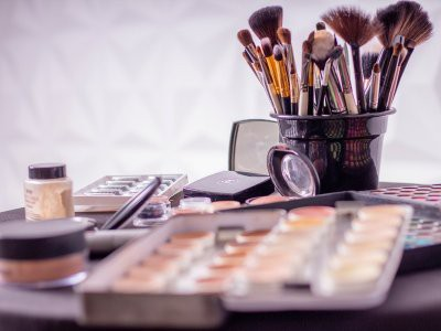 Эксперты назвали шесть полезных новинок декоративной косметики