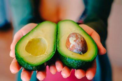 Эксперты рассказали, кому стоит употреблять авокадо в первую очередь