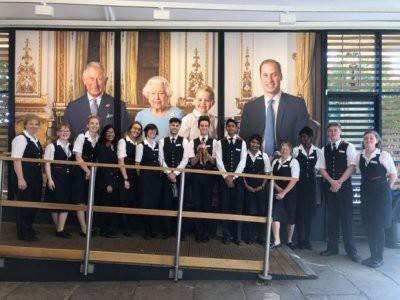 Елизавета II самолетом отправила в Австралию игрушку, забытую ребенком в Букингемском дворце