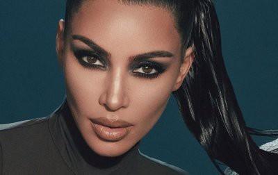 Кардашьян показала пораженное болезнью лицо без макияжа