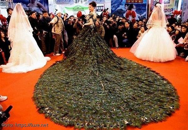 Самые дорогие и удивительные платья в мире