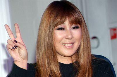 Анита Цой вынуждена прятать лицо из-за неудачной пластики