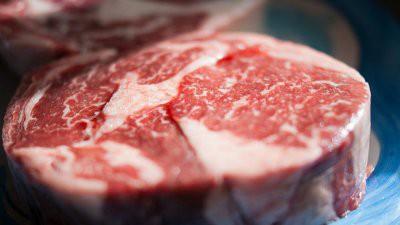 Ученые выяснили, что бактерии могут сделать красное мясо не опасным для здоровья