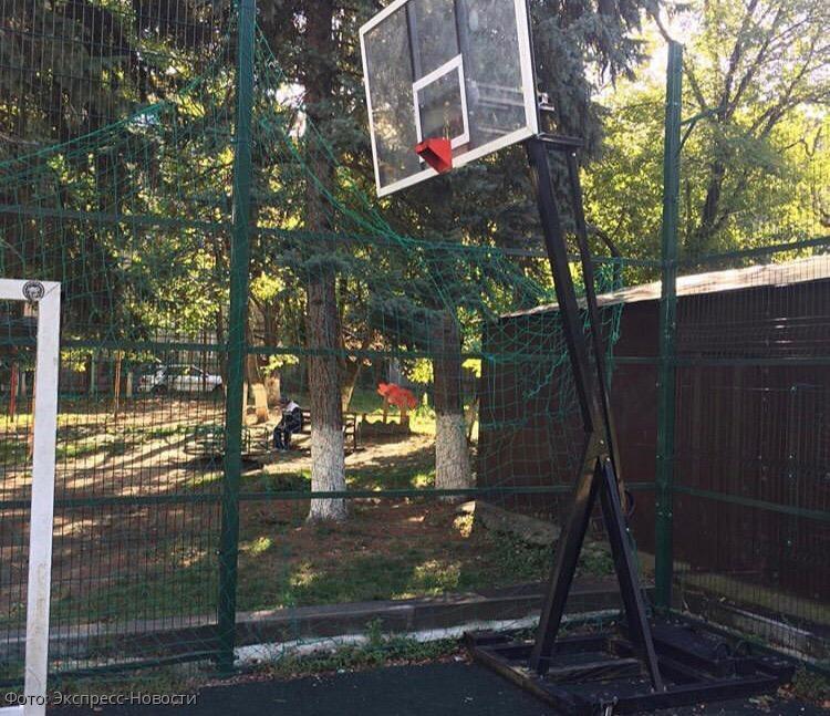 В Кисловодске вандалы испортили спортивную площадку