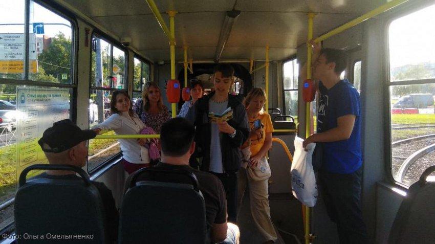 В Санкт-Петербурге прошел поэтический вечер прямо в вагоне трамвая №36
