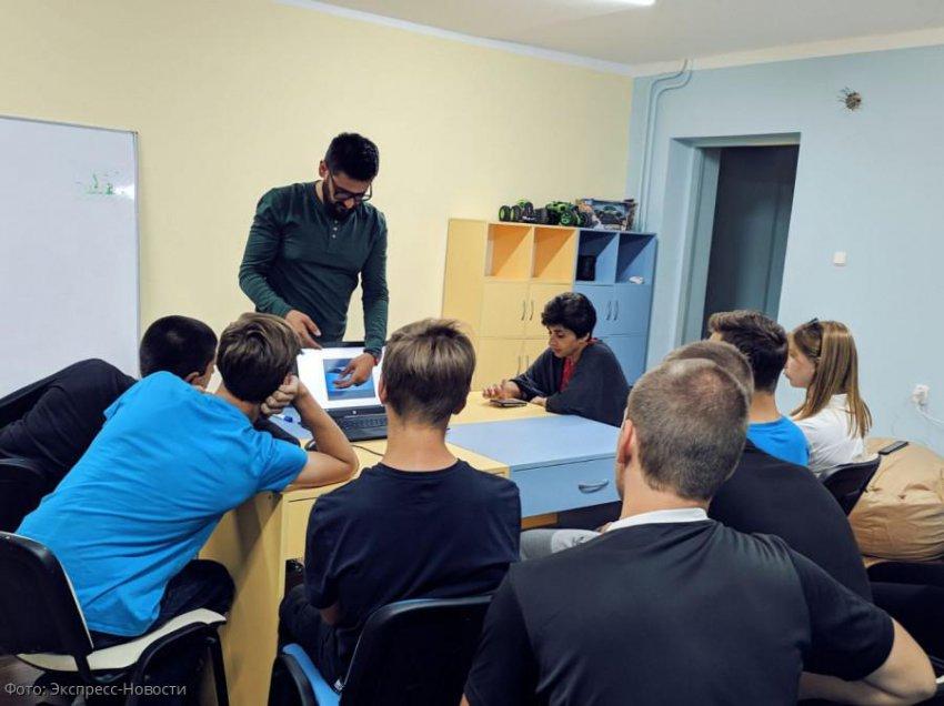 Основатель проекта «Школа слова» Екатерина Новожилова провела мастер-класс для волонтеров гостеприимства КМВ