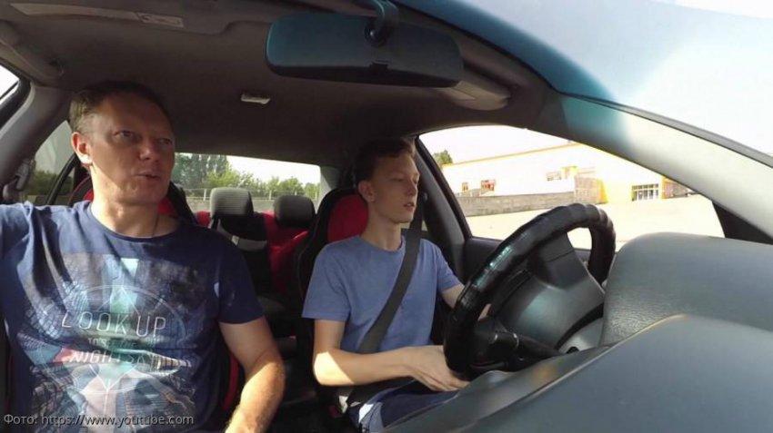 В России планируют разрешить несовершеннолетним управлять автомобилем в присутствии опытного водителя