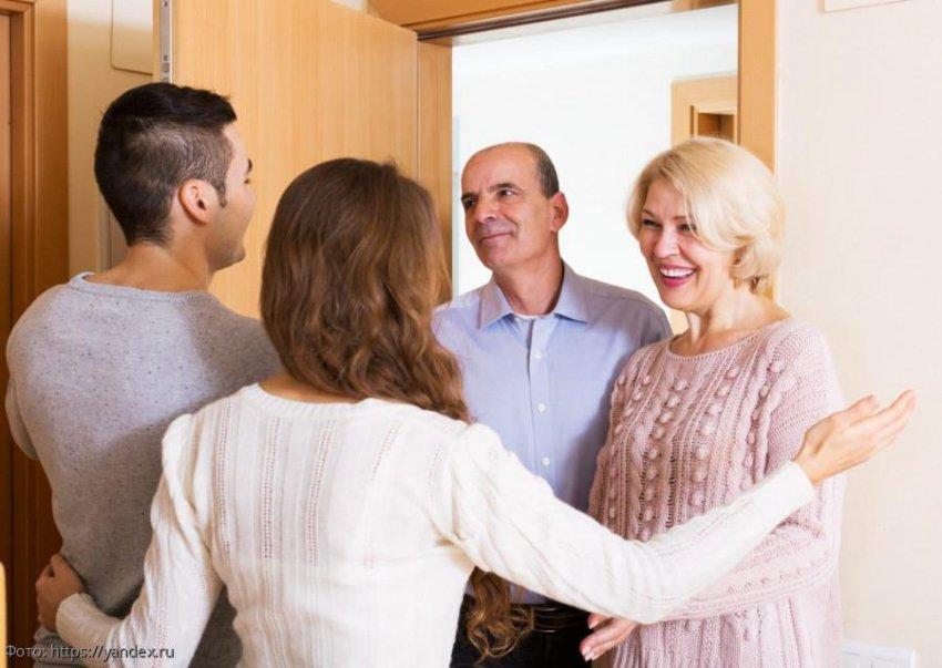 После знакомства с невестой сына у мамы случился приступ, а у папы запой