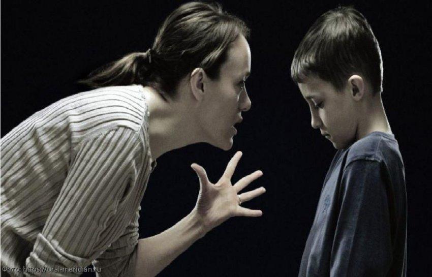 Сын поставил мать-манипуляторшу на место, и люди в Сети аплодируют ему