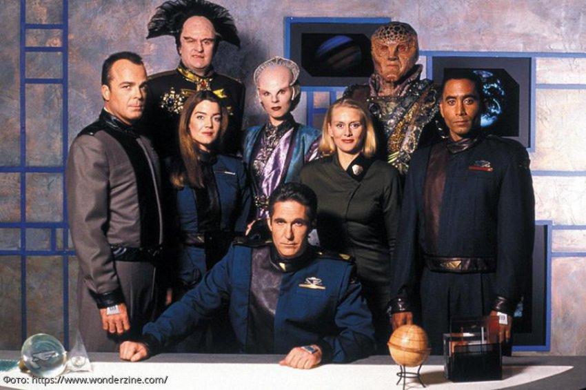 7 самых лучших сериалов про космос