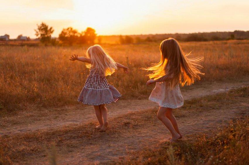 История из жизни: две малышки, от которых отказались в один день в роддоме, стали приёмными сестрами
