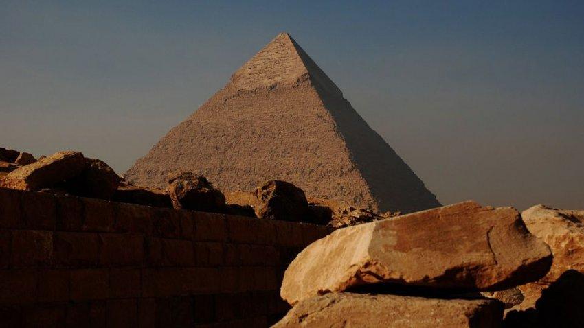 Возле египетской пирамиды нашли останки людей небольшого роста