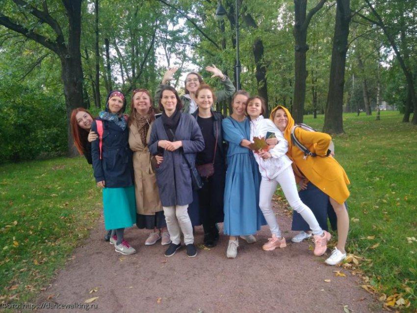 Танцевальные прогулки проходят в Санкт-Петербурге
