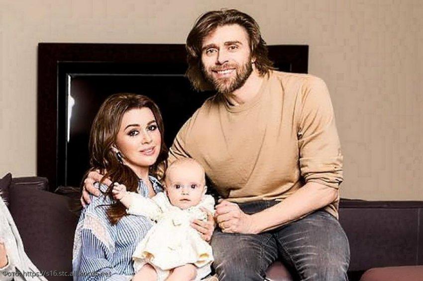 Отец Жанны Фриске посоветовал родным Заворотнюк навестить актрису вместе с ее дочерью