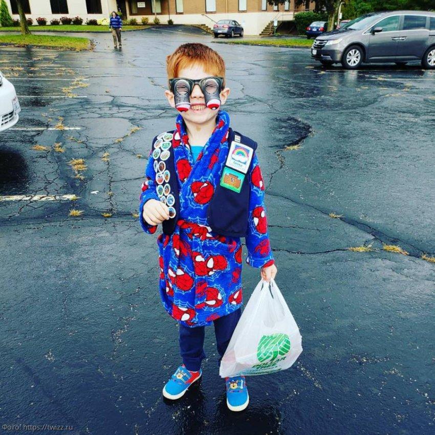 10 фотографий детей, которым родители рискнули предложить одеться самим