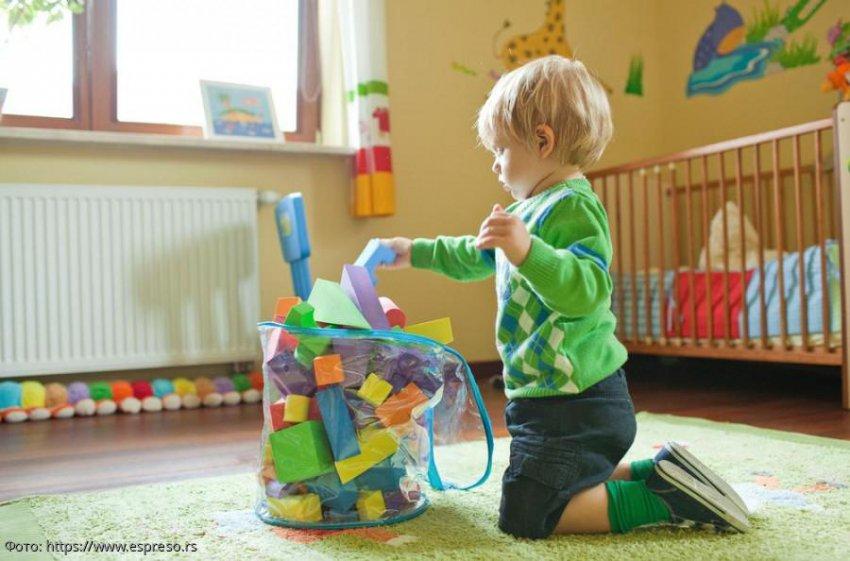 Три способа заставить ребенка убрать за собой игрушки