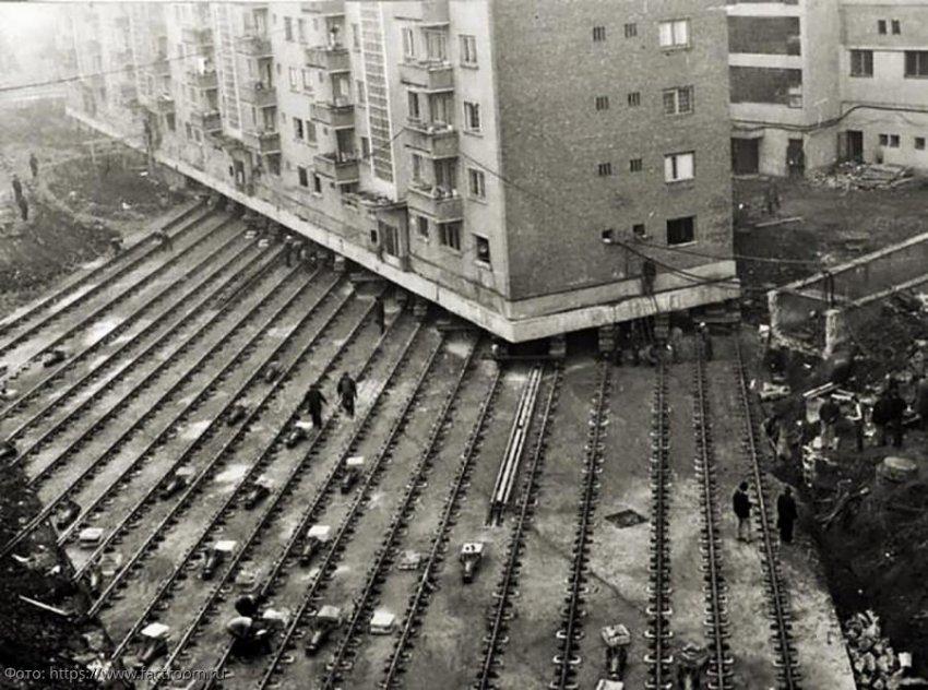 История передвижения домов в Москве