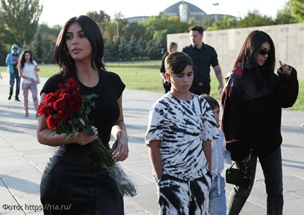 Ким Кардашьян вместе с детьми приняла крещение в Армении