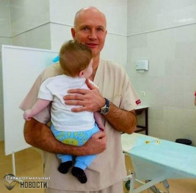 В Москве прооперировали мальчика, родившегося с тремя ногами, двумя пенисами и без ануса