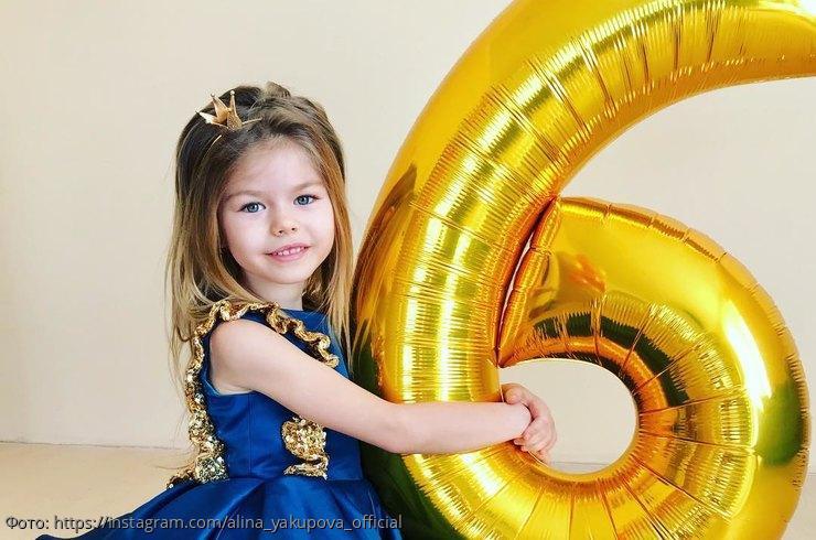 6-летняя россиянка с кукольной внешностью названа самой красивой девочкой в мире