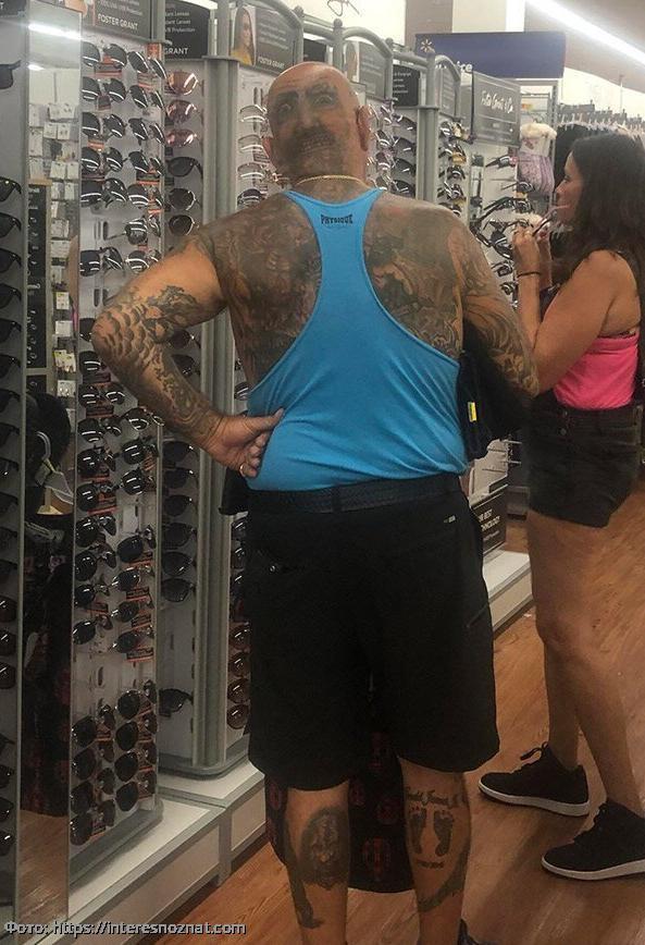 10 фото чудиков из магазинов, которые сломают ваши глаза