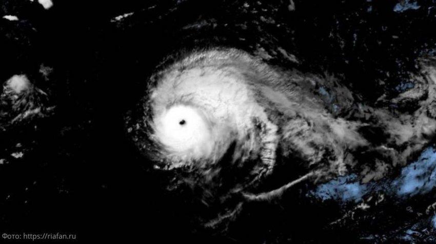 Сильнейший в Атлантике ураган Лоренцо движется в сторону Азорских островов