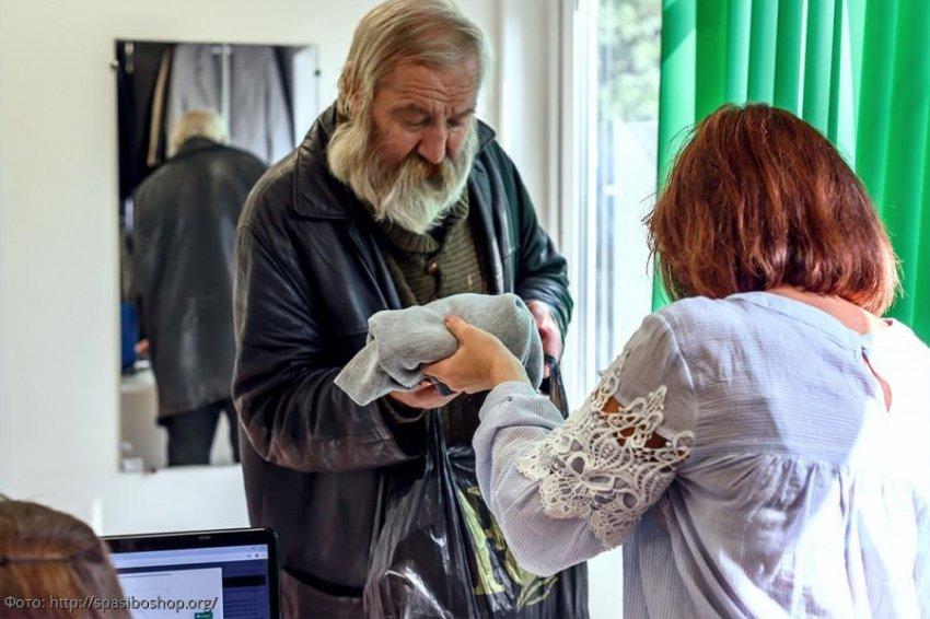 Благотворительный сбор вещей прошел в креативном автобусе Санкт-Петербурга