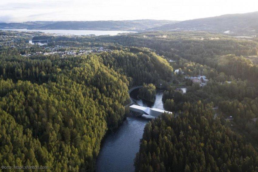 9 фото закрученного на 90 градусов моста в Норвегии