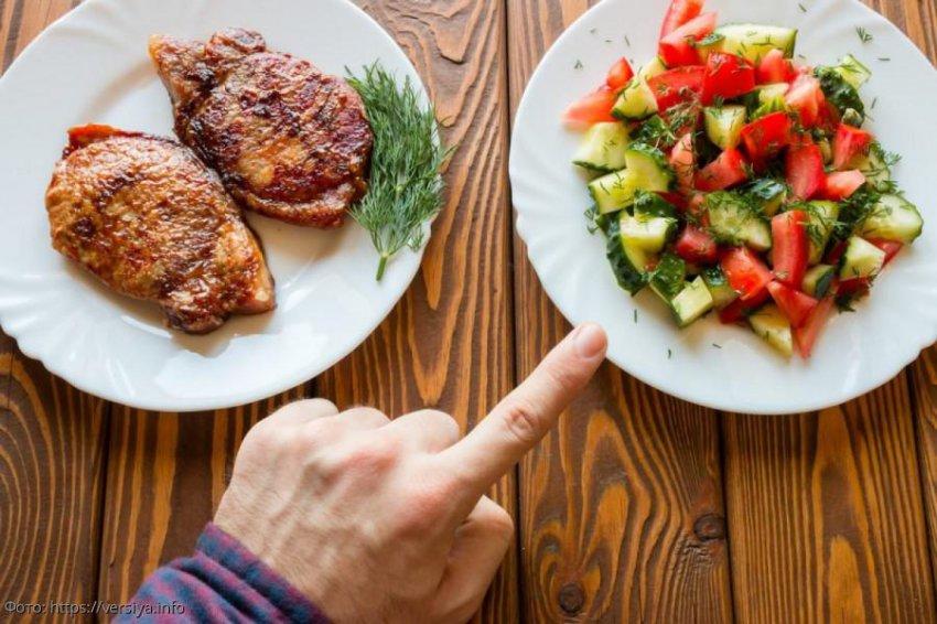 Вегетарианка вызвала полицию после того, как обманом съела курицу