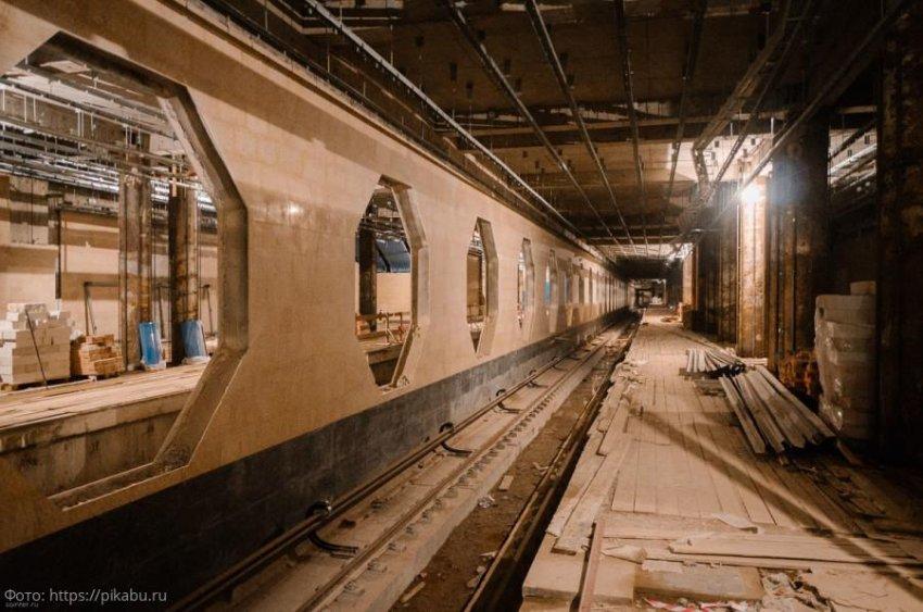 Петербургский метрополитен строит планы, московский – станции