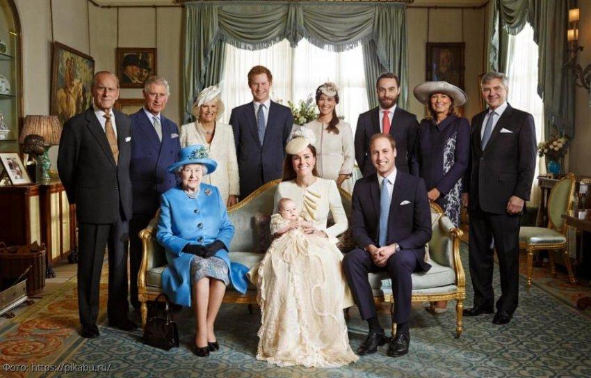 Имея на своих счетах баснословные суммы, правящая британская династия предпочитает тратить деньги из бюджета