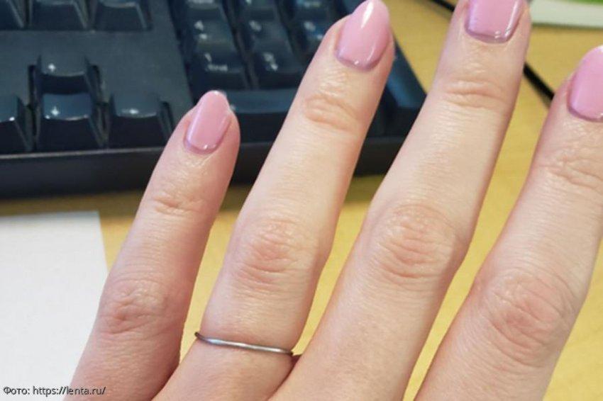 Девушка простила парню 7 измен, а он отблагодарил ее кольцом из скрепки