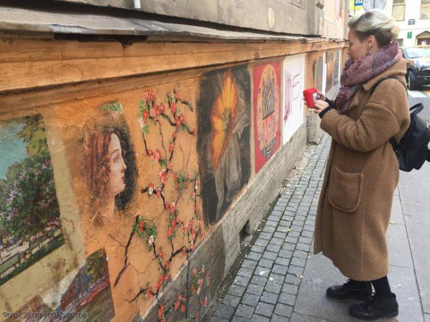 Коммунальщики закрасили знаменитую галерею уличного искусства в Санкт-Петербурге