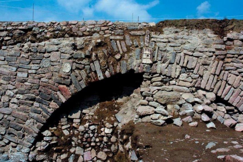 На стенах туннеля Монтесумы обнаружены неизвестные науке изображения