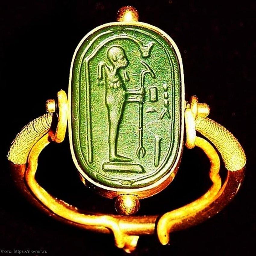 ТОП-5 загадочных предметов, найденных в гробнице Тутанхамона