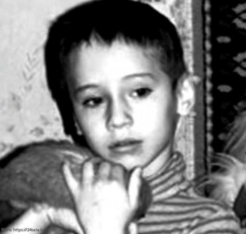 История из жизни: мать сломала жизнь маленькому сыну, на семь лет закрыв в комнате с птицами