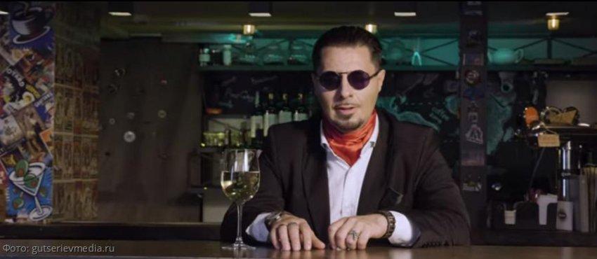 Александр Староверов представляет клип на песню «Там, в облаках»